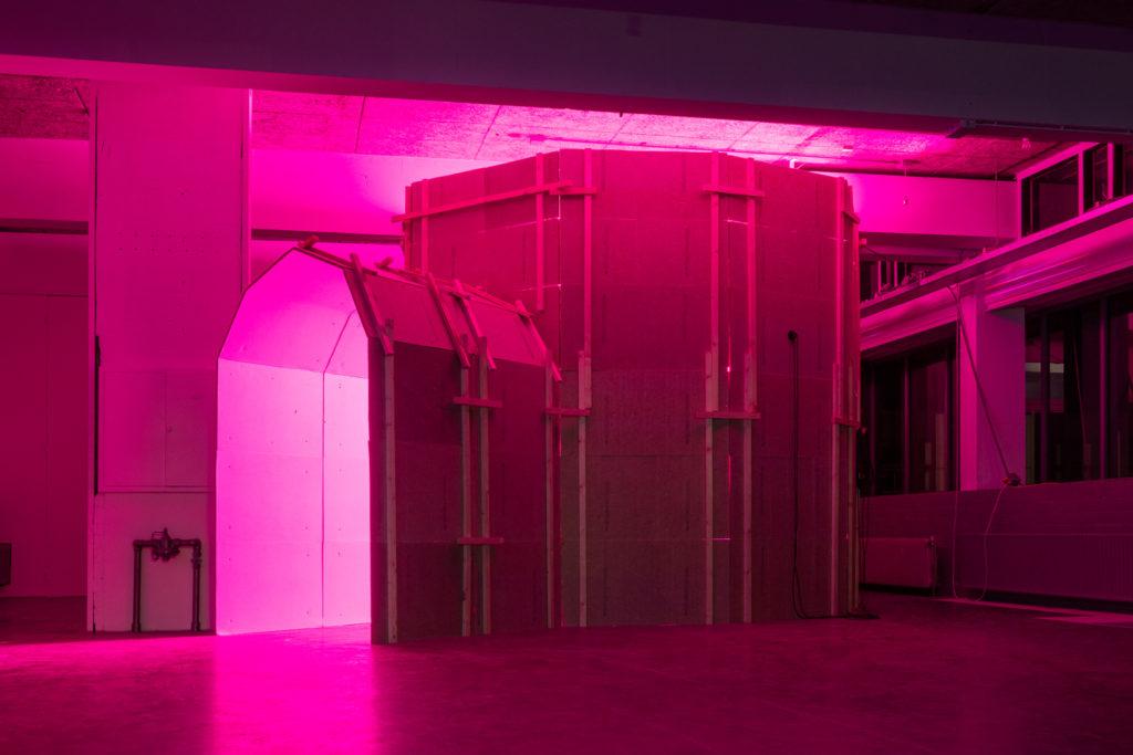 Bouwwerk van Fabulous Future tijdens Soft Opening | old school Amsterdam